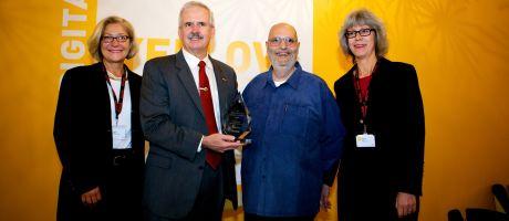 Kodak huldigt Frank Romano met de Print Ambassador Lifetime Achievement Award tijdens drupa 2012