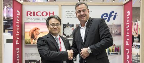 Ricoh gaat samenwerking aan met EFI® VUTEk™ en neemt marktleidende flatbedsystemen op in productportfolio