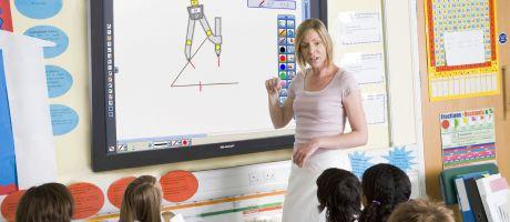 Sharp lanceert 65 inch IFPD-beeldscherm voor scholen en MKB-bedrijven